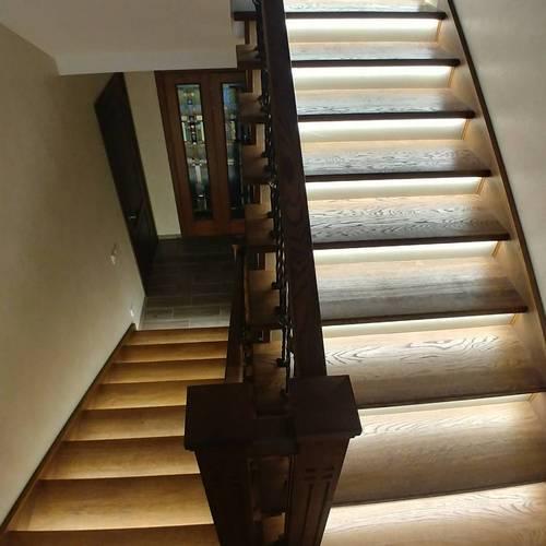 Светодиодные ленты в лестницах загородного дома