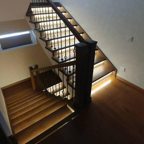 Монтаж светодиодной ленты на лестницах